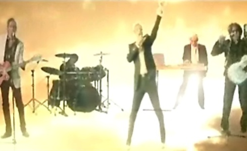 Videoclip: (Reach up for the) Sunrise