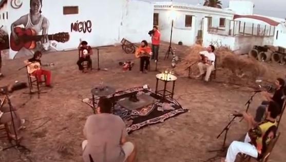 Videoclip: Los hombres de las praderas y sus bordones calientes