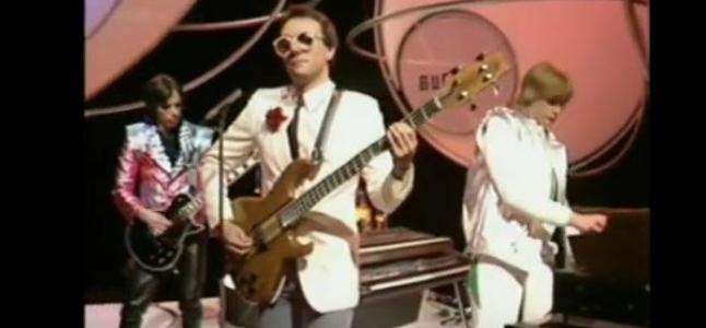 Videoclip: Living in the plastic age (Top of the Pops)