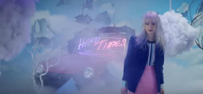 Videoclip: Hard times