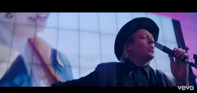 Videoclip: Money + Love